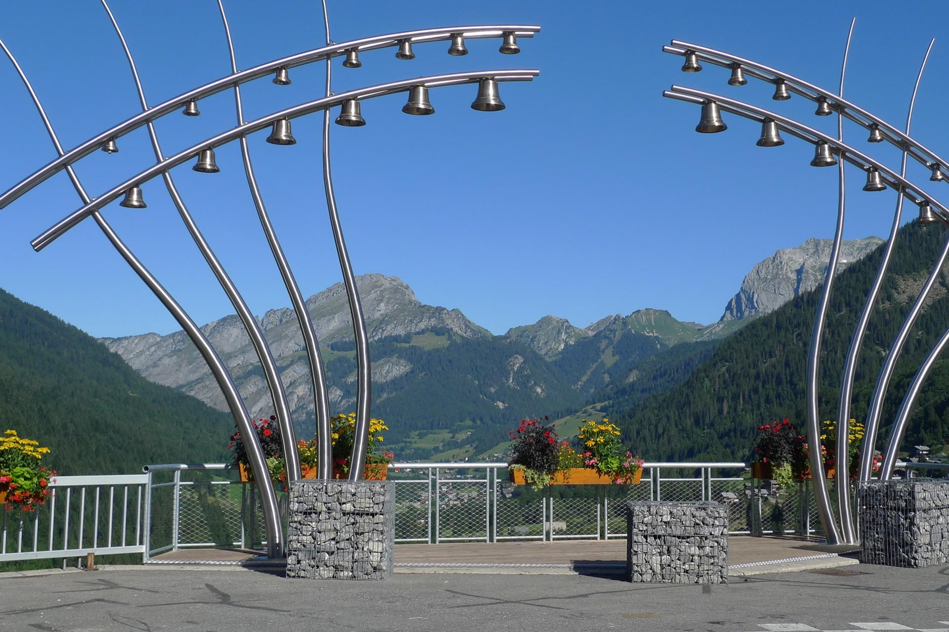 Châtel to the sound of bells