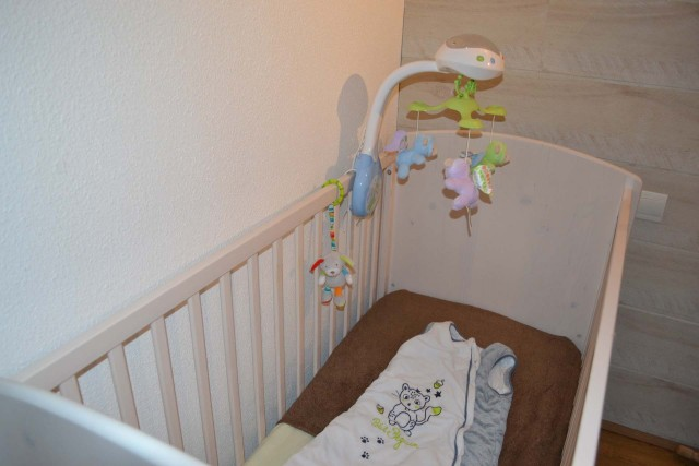 High chair and cot rental