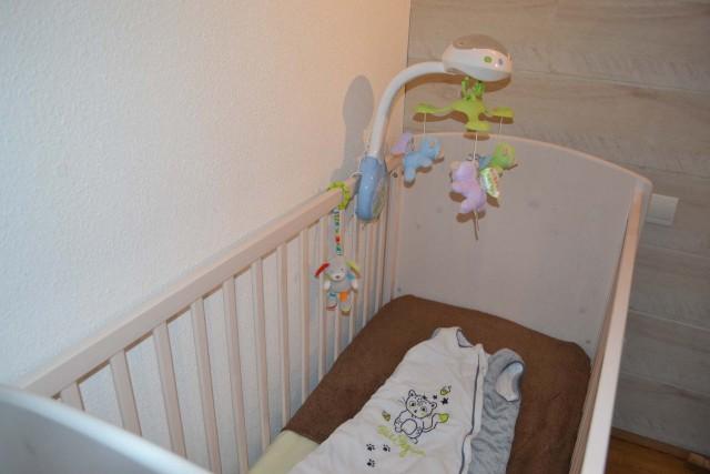 Location de chaise haute et lit bébé